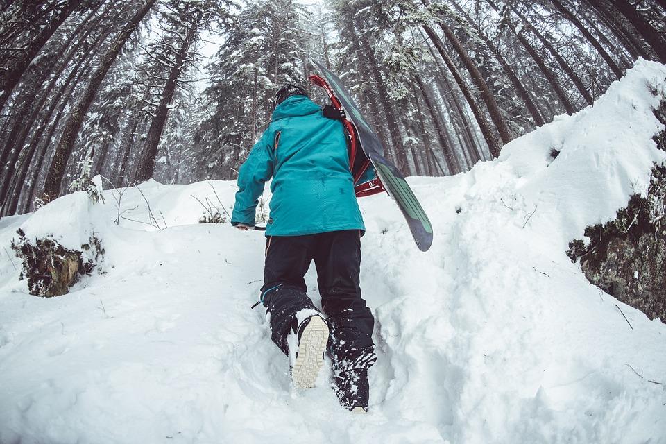 Trekking-Uphill-Skis-Skiing-Winter-Sport-Snow-1208282 1